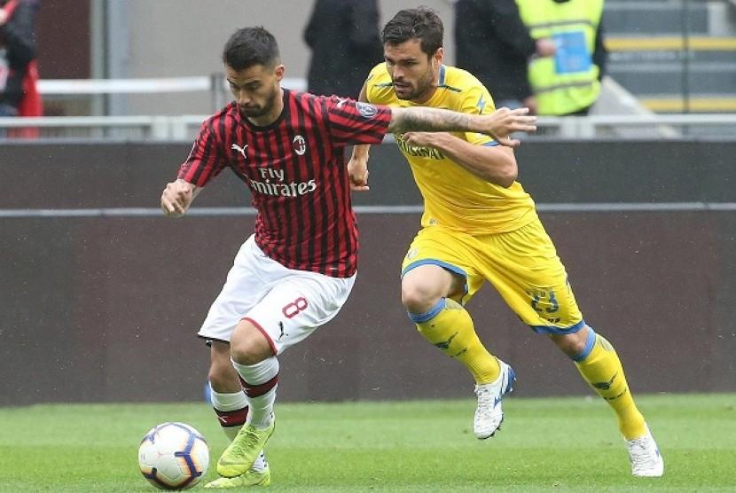 Pemain AC Milan Suso dalam pertandingan Milan vs Frosinone di Stadion San Siro, Ahad (19/5) waktu setempat