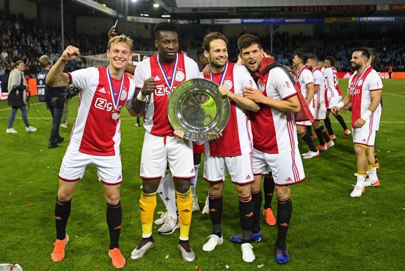 Kekalahan Lyon Untungkan Ajax Amsterdam Republika Online