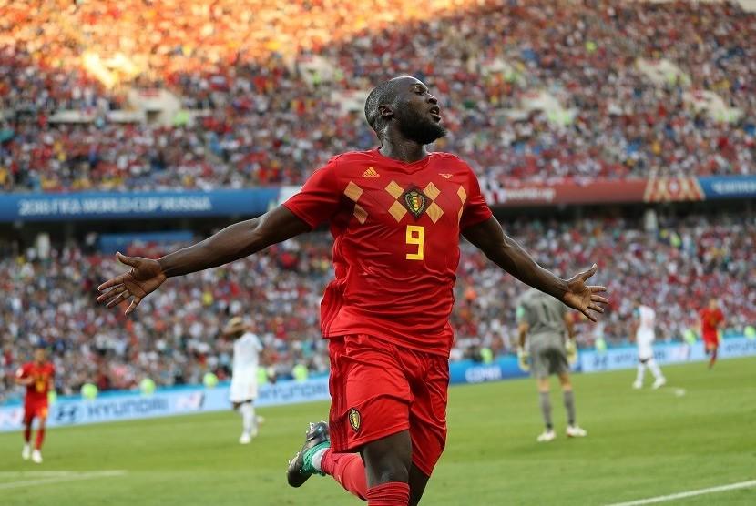 Pemain Belgia Romelu Lukaku melakukan selebrasi usai mencetak gol ke gawang Panama di babak penyisihan Grup G Piala Dunia 2018, Senin (18/6)