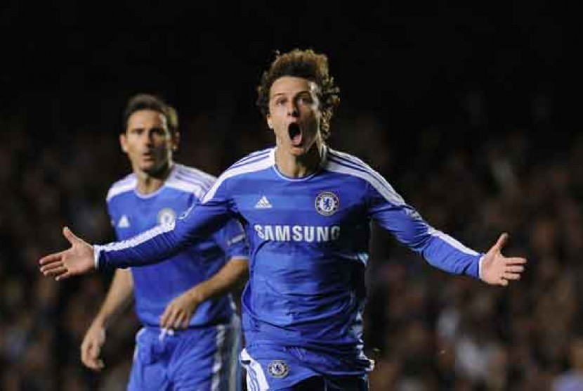 Pemain Chelsea, David Luiz (kanan) dan Frank Lampard (kiri).