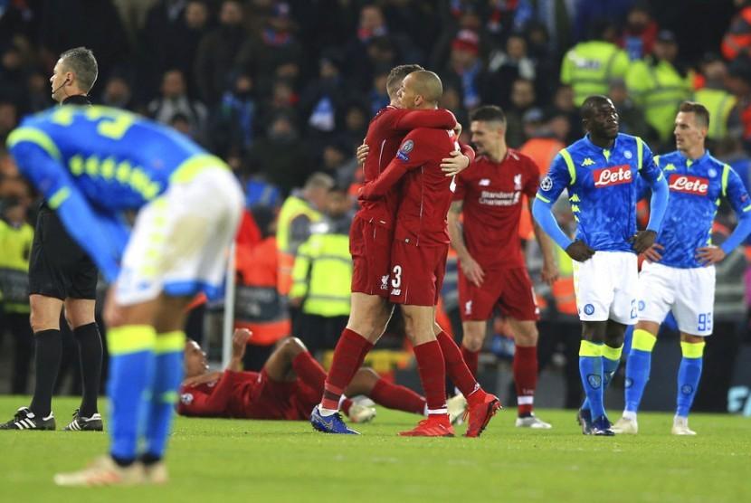Pemain Liverpool merayakan kemenangan 1-0 atas Napoli pada babak penyisihan Grup C Liga Champions di Anfield, Rabu (12/12) dini hari WIB.