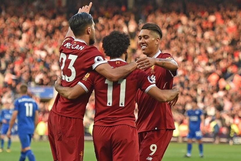 Pemain Liverpool merayakan kemenangan atas Leicester City 3-2 pada lanjutan Liga Primer di Stadion King Power, Sabtu (23/9).