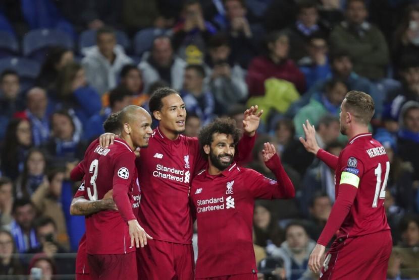 Para pemain Liverpool saat bertanding di Liga Champions (ilustrasi)
