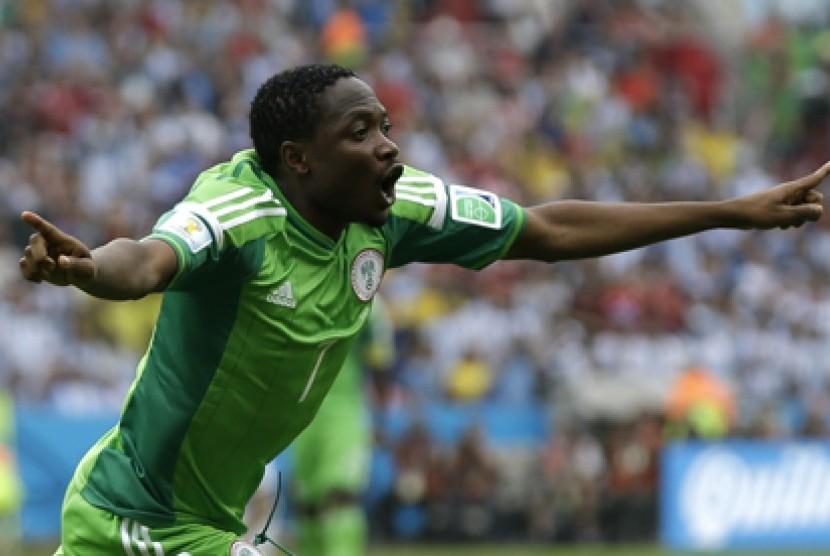 Pemain Nigeria Ahmed Musa merayakan gol ke gawang Argentina.