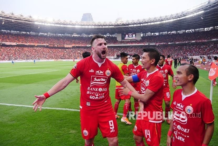 Pemain Persija Jakarta Marko Simic melakukan selebrasi usai mencetak gol ke gawang Persib Bandung pada pertandingan Liga 1 2019 di Stadion Utama Gelora Bung Karno (GBK) Senayan, Jakarta, Rabu (10/7/2019).