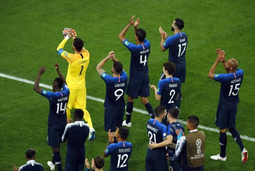 Pemain Prancis merayakan kemenangan atas Belgia dalam laga semifinal Piala Dunia di Saint Petersburg, Selasa (10/7) waktu setempat,
