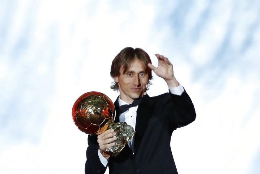Pemain Real Madrid Luka Modric terpilih sebagai pemain terbaik Ballon d'Or