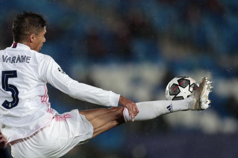 Bek Real Madrid Raphael Varane.