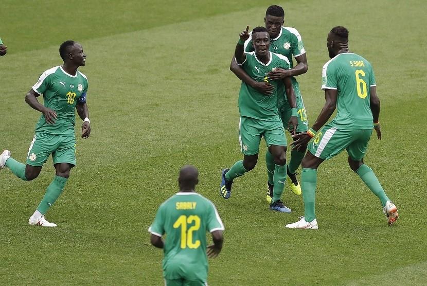 Pemain Senegal merayakan gol ke gawang Polandia di penyisihan grup H Piala Dunia 2018