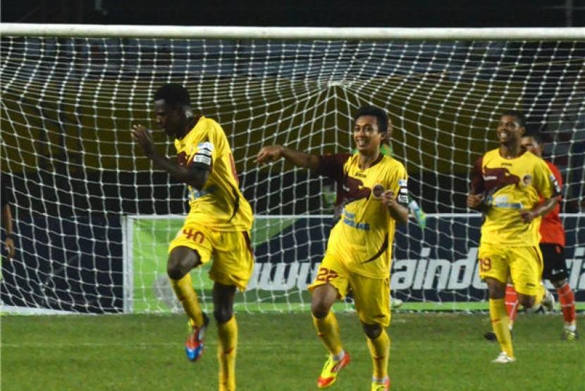 Pemain Sriwijaya FC melakukan seleberasi pada pertandingan Indonesia Super League (ILS).