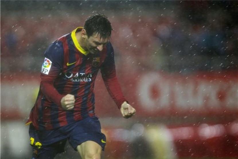 Pemain superbintang Barcelona, Lionel Messi, meluapkan emosinya usai menjebol gawang Sevilla FC dalam laga La Liga Spanyol di Ramon Sanchez Pizjuan, Sevilla, Ahad (9/2).