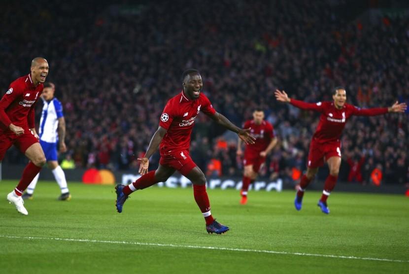Pemain tengah Liverpool Naby Keita merayakan keberhasilannya mencetak gol dalam perempat final Liga Champion leg pertama melawan FC Porto di Stadion Anfield, Liverpool, Inggris, Selasa (9/4).