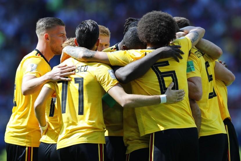 Pemain tim Belgia melakukan selebrasi usai Eden Hazard mencetak gol dalam pertandingan Piala Dunia grup G antara Belgia dan Tunisia di Spartak Stadium di Moskow, Rusia, Sabtu (23/6).
