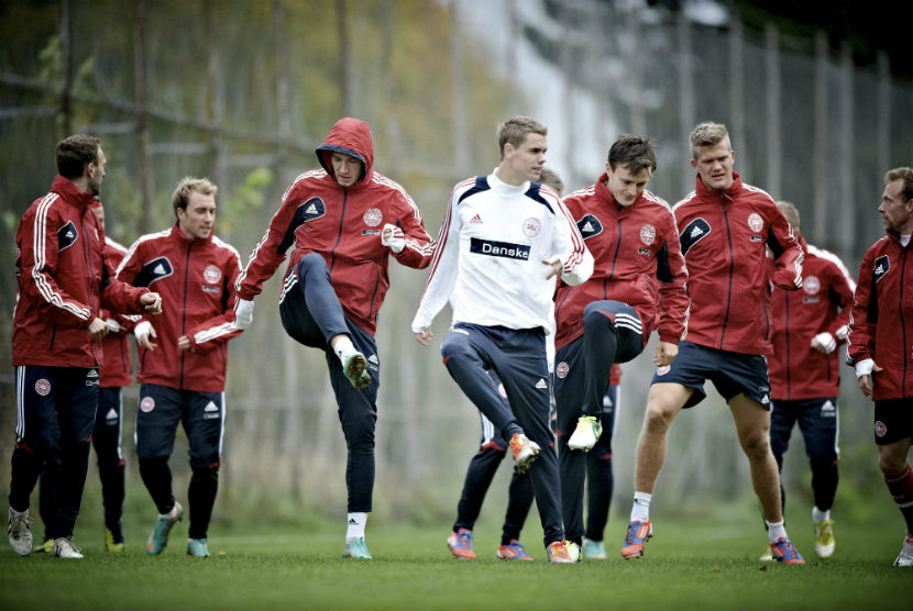 Para pemain timnas Denmark dalam sebuah sesi latihan.