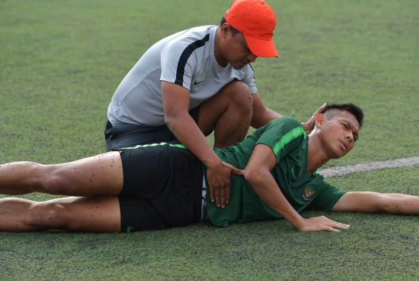 Pemain timnas Indonesia U-22 Andy Setyo Nugroho berlatih secara khusus setelah mengalami cedera.