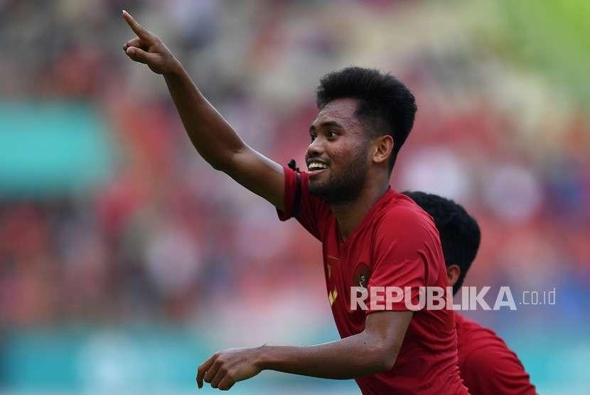 Pemain Timnas Indonesia U19 Saddil Ramdani melakukan selebrasi usai mencetak gol ke gawang Timnas Arab Saudi U19 dalam pertandingan persahabatan di Stadion Wibawa Mukti, Cikarang Timur, Kabupaten Bekasi, Jawa Barat, Rabu (10/10).