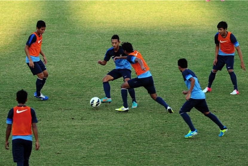 Pemain Timnas U-19 Indonesia melakukan sesi latihan. (ilustrasi)