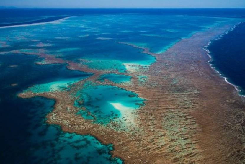 Pemandangan Great Barrier Reef dari atas langit.