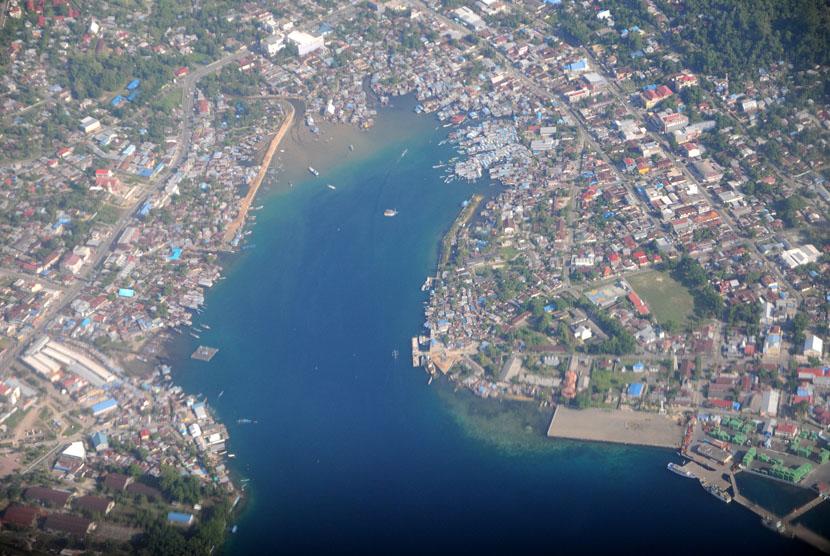 Pemandangan Kota Manokwari, Provinsi Papua Barat dari udara, Rabu (3/12).