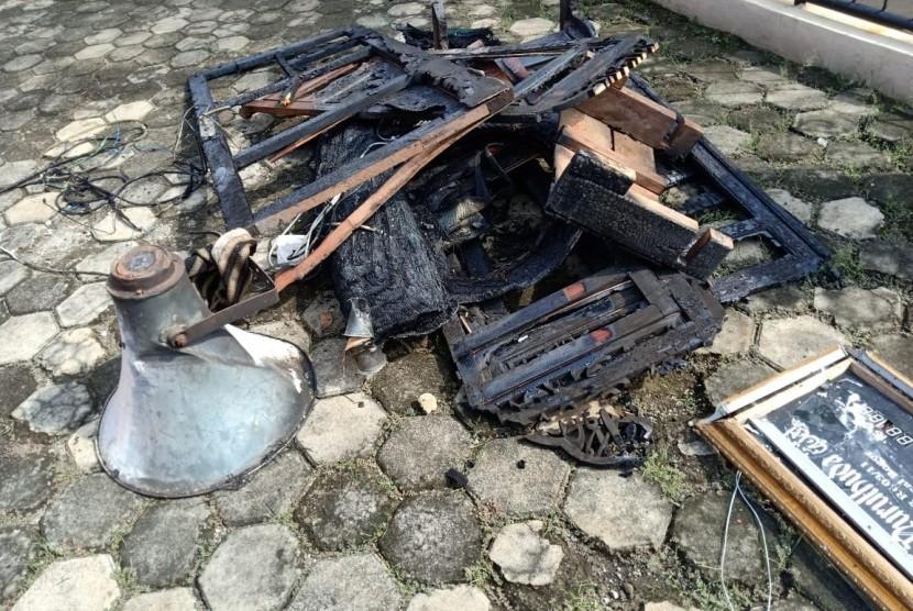 Pembakaran masjid dan musola di Tanah Sereal, Kota Bogor, pada Selasa (11/12) malam kemarin.