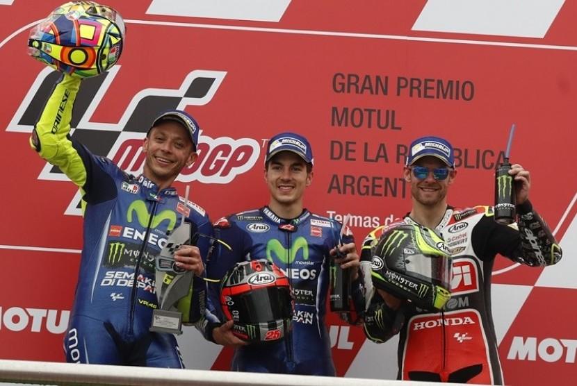 Pembalap MotoGP asal tim LCR Honda, Cal Crutchlow (kanan) menempati posisi ketiga GP Argentina.