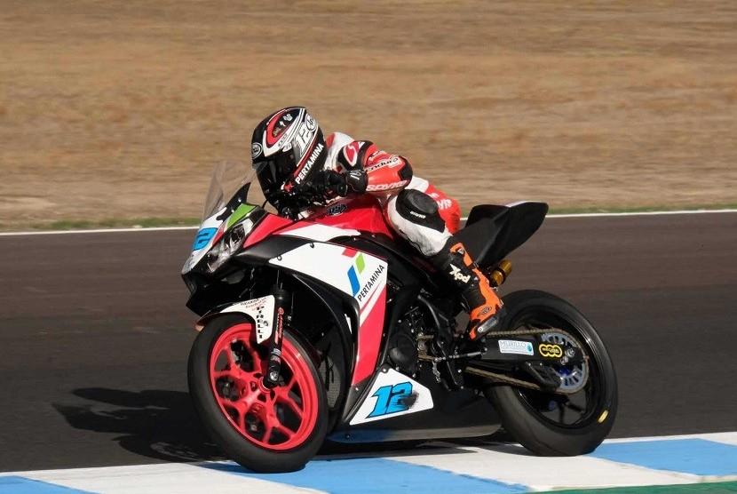 Pembalap Pertamina Almeria Racing Team, Ali Adriansyah Rusmiputro alias Ali Adrian di Sirkuti Jerez, Spanyol, Ahad (22/10).