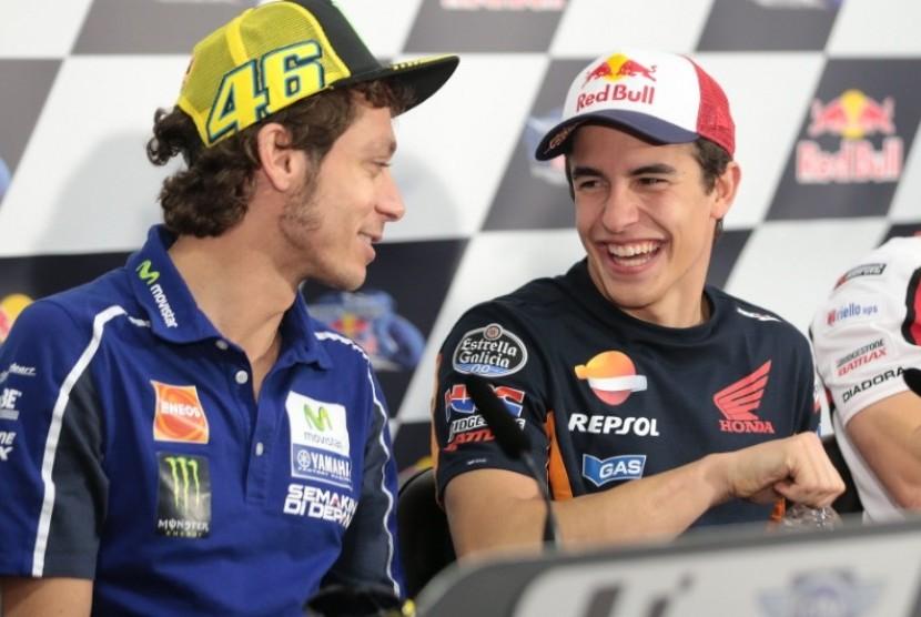 Pembalap Valentino Rossi dan Marc Marquez.