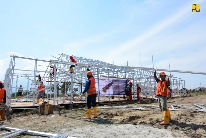 Pembangunan Hunian Sementara (Huntara) di Sulawesi Tengah yang dibangun dengan model knockdown berukuran 12 x 26,4 meter persegi.