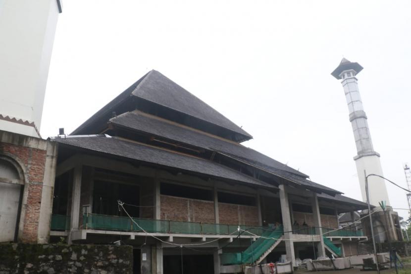 Pembangunan Masjid Taman Sriwedari, Jumat (9/4).