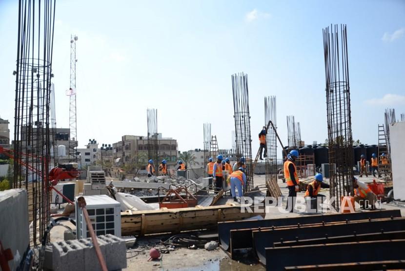 Pembangunan tahap 2 RS Indonesia, pembangunan berupa besi beton untuk membangun dua lantai tambahan di RS Indonesia di Bayt Lahiya, Gaza Utara.