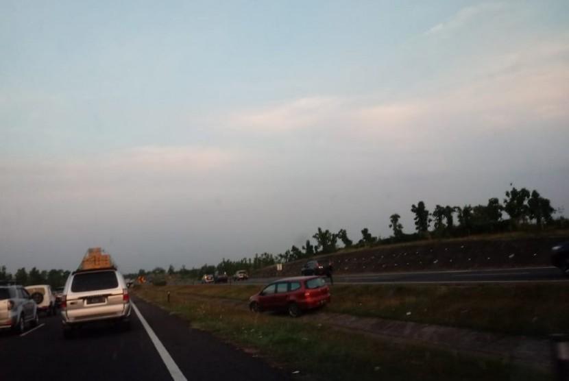 Pemberlakuan sistem one way di ruas tol Cipali, Rabu (13/6) sore.