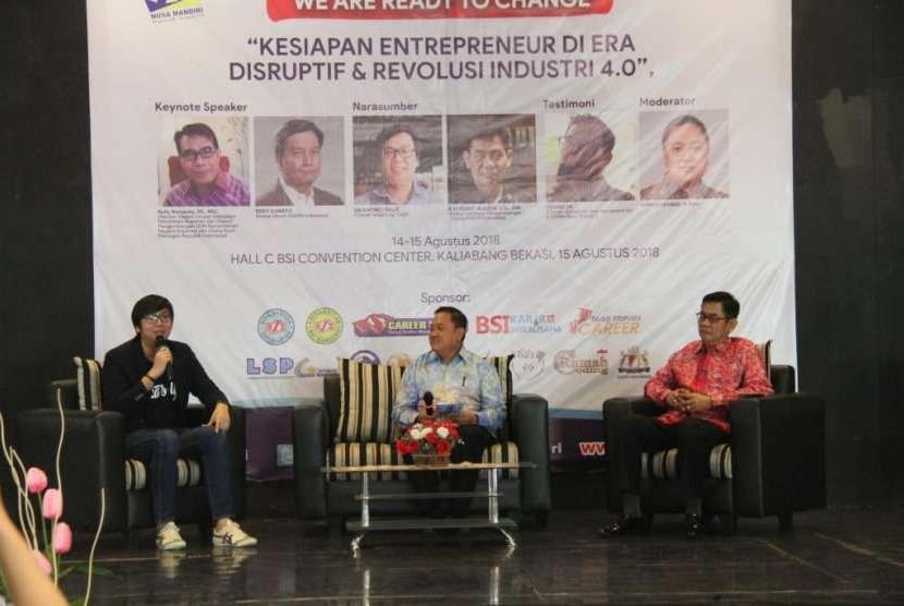Pembicara di seminar akbar kewirausahaan STMIK Nusa Mandiri.