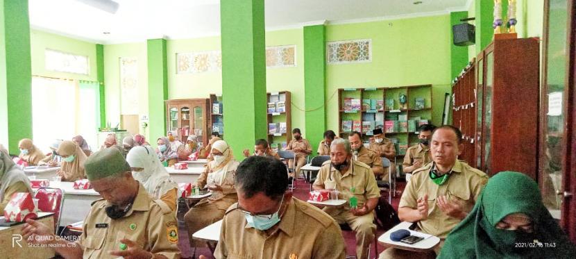 Pembinaan ASN  oleh Kepala Kementerian Agama (Kemenag) Kabupaten Bogor, yang digelar di perpustakaan MTsN 1 Bogor, Selasa (16/2)