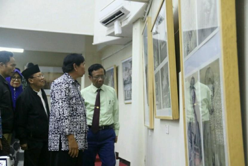 Pembukaan Pameran Islam Masa Depan di Gedung Yayasan Badan Wakaf Universitas Islam lndonesia (UII) Yogyakarta.