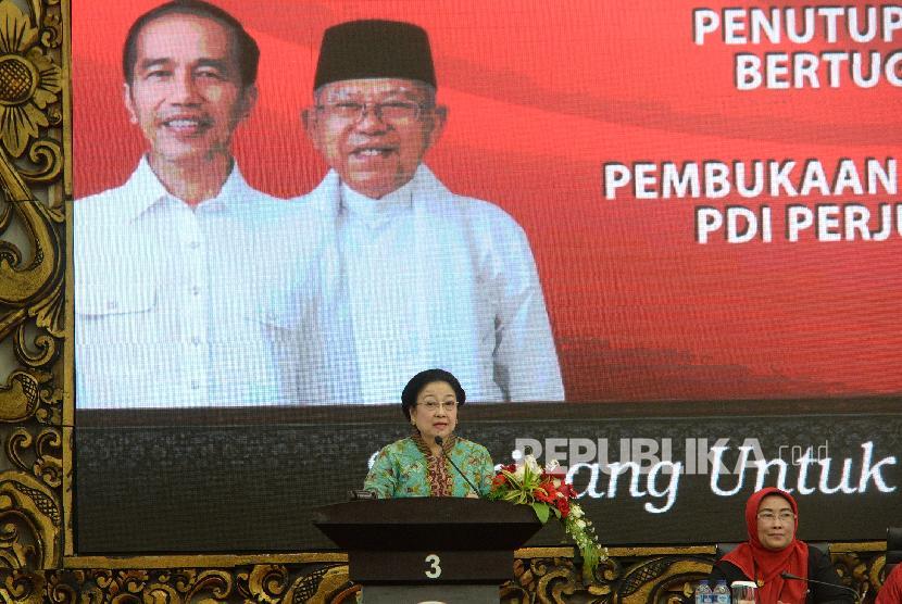 Pembukaan Pembekalan Caleg. Ketua Umum PDI Perjuangan Megawati Soekarnoputri menyampaikan paparan pada Pembukaan Pembekalan Caleg DPR RI Gelombang 3 di DPP PDI Perjuangan, Jakarta, Kamis (15/11).