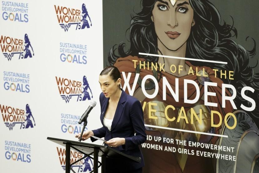 Pemeran film Wonder Woman aktris Gal Gadot berbicara dalam sebuah acara tentang posisi karakter komik tersebut sebagai Duta PBB.
