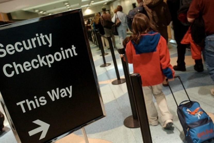 Pemeriksaan di bandara. Ilustrasi