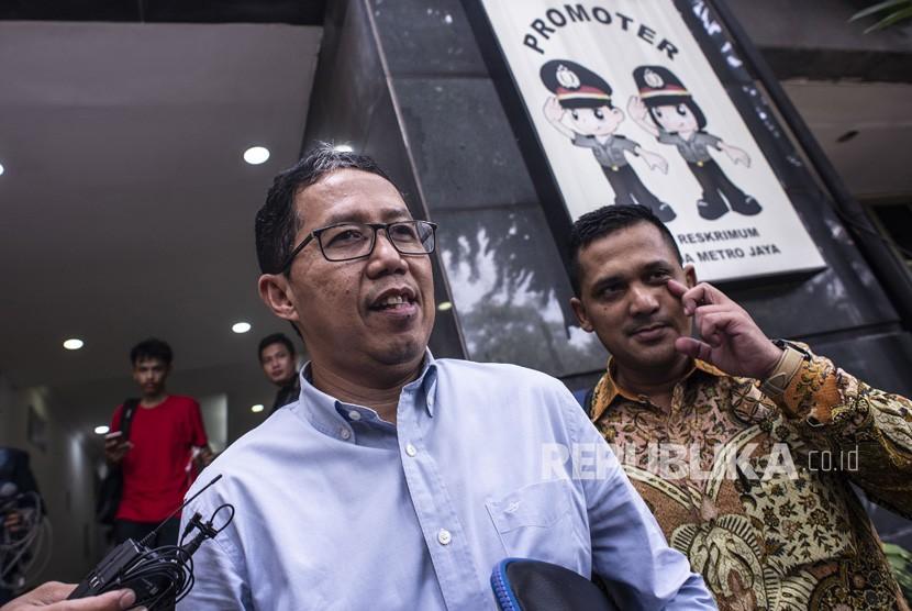 Pemeriksaan Joko Driyono. Plt Ketua Umum PSSI Joko Driyono (kiri) bergegas usai menjalani pemeriksaan di Ditreskrimum Polda Metro Jaya, Jakarta, Rabu (27/2/2019).