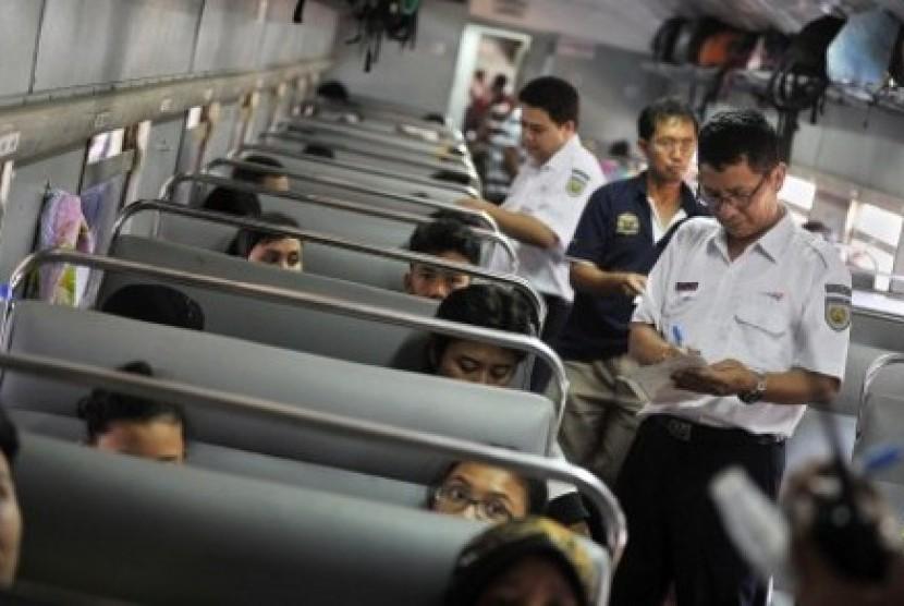 Pemeriksaan tiket penumpang kereta api