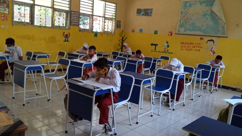 Pemerintah Kabupaten Serang melalui Dinas Pendidikan dan Kebudayaan (Dindikbud) memulai pembelajaran tatap muka di masa pandemi Covid-19.
