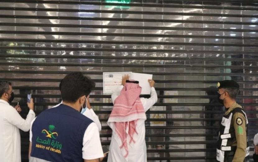 Pemerintah kota Jeddah dan sub-kotanya menutup 92 perusahaan komersial karena melanggar protokol kesehatan anti-virus korona selama dua hari pertama Idul Fitri,