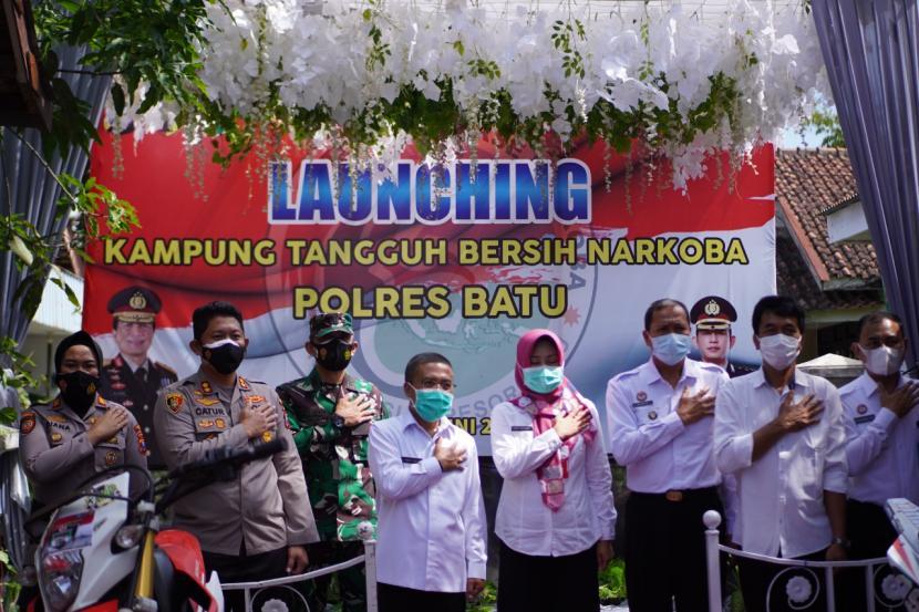 Pemerintah Kota (Pemkot) Batu baru saja meluncurkan Kampung Tangguh Bersinar (Bersih Narkoba) di Desa Pendem, Junrejo, Kota Batu, Rabu (16/6). Dok.