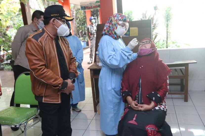 Pemerintah Kota (Pemkot) Malang mengadakan tes usap di sejumlah sekolah, Jumat (24/9).