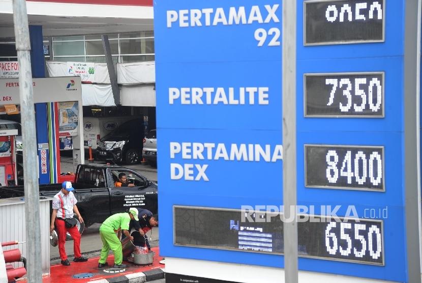 Pemerintah menaikkan sejumlah tarif, di antaranya listrik dan bahan bakar, di awal 2017.