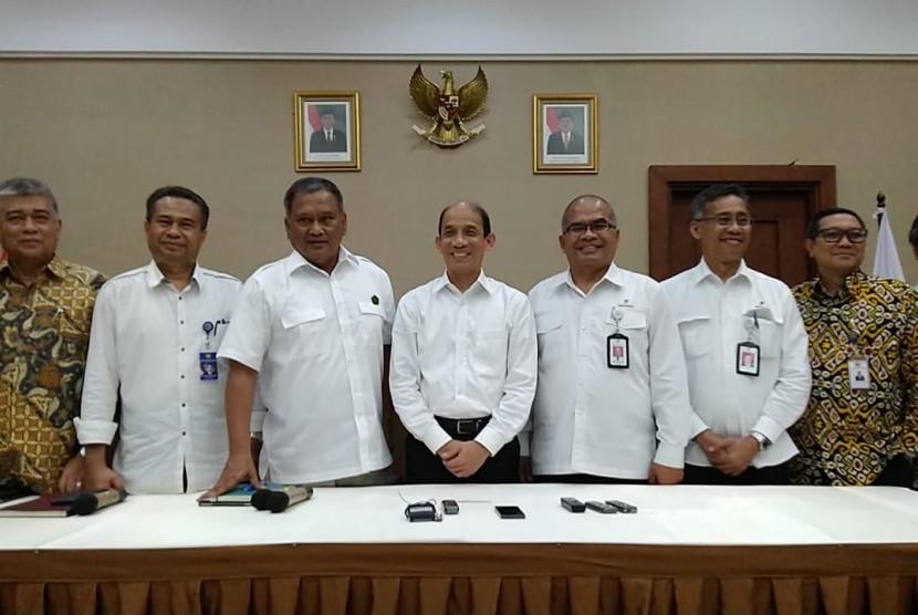 Pemerintah resmi memberikan kelanjutan kontrak operasi Blok Rokan kepada Pertamina. Selasa (31/7).
