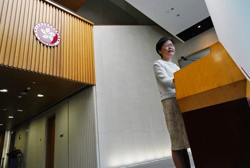 Pemimpin Hong Kong Carrie Lam saat konferensi pers di gedung pemerintah, Hong Kong, Selasa (10/9).