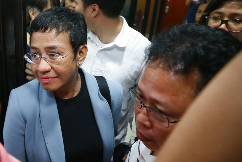Pemimpin redaksi Rappler, situs berita Filipina yang kritis terhadap pemerintahah, Maria Ressa, ditangkap.