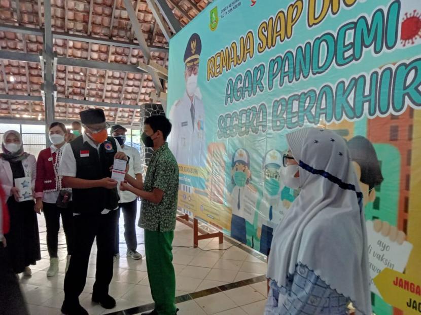 Pemkot Sukabumi mencanangkan vaksinasi Covid-19 untuk anak usia 12 tahun hingga 17 tahun di Aula SMA 4 Sukabumi, Rabu (28/7)
