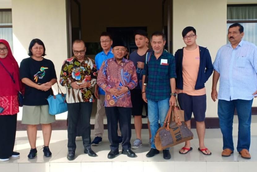 Pemprov NTB dan Pemkab Lombok Utara mengantar kepulangan dua jenazah wisatawan Malaysia yang didampingi keluarga korban di Bandara Internasional Lombok pada Selasa (19/3).