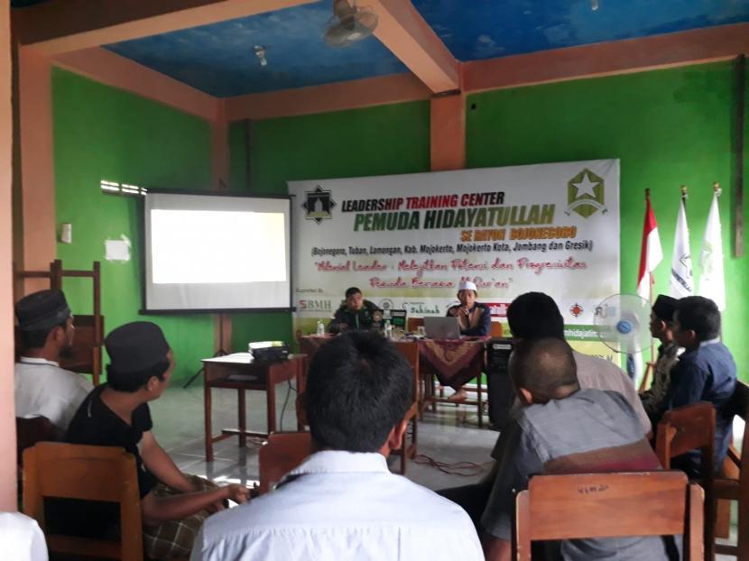 Pemuda Hidayatullah Jawa Timur, Rayon Bojonegoro, menggelar acara Leadership Training Center (LTC), untuk semua kader muda Hidayatullah, di Tuban, Sabtu (25/9).